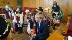 Коледарчета гостуваха на кмета
